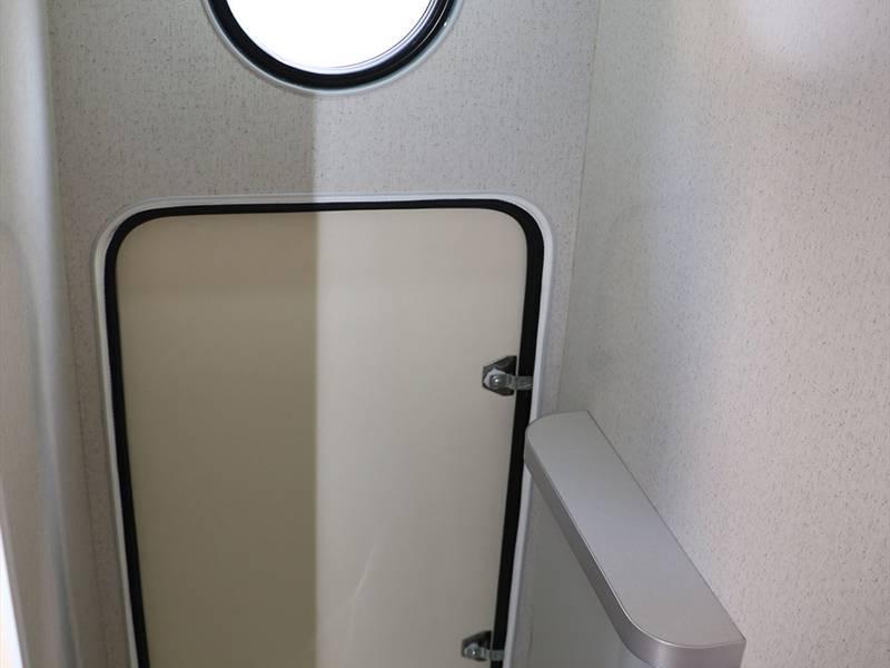 ユーティリティルームはポータブルトイレ設置や着替えルームに