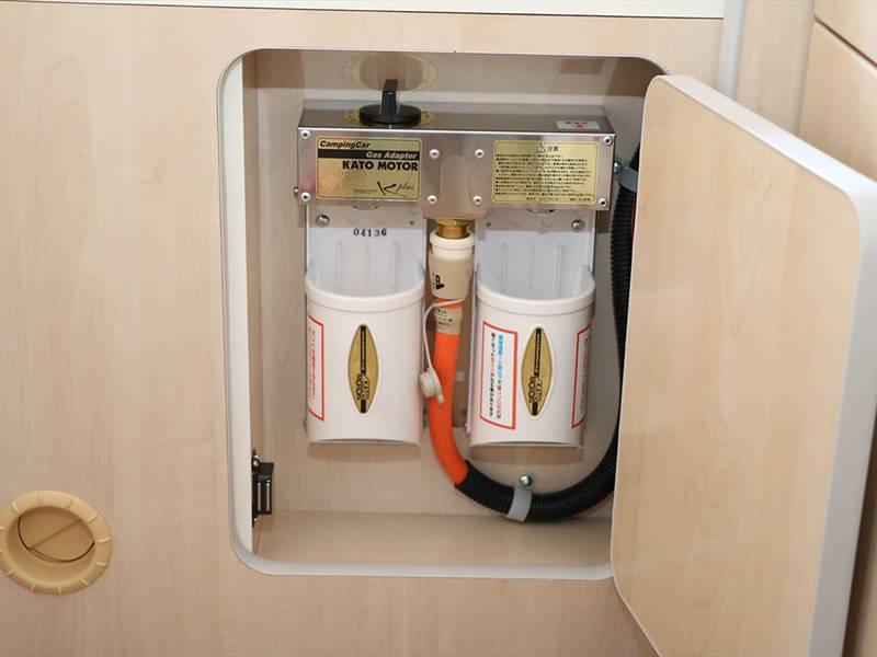 車内キッチン・ガスコンロ(市販のカセットコンロを使用できます)