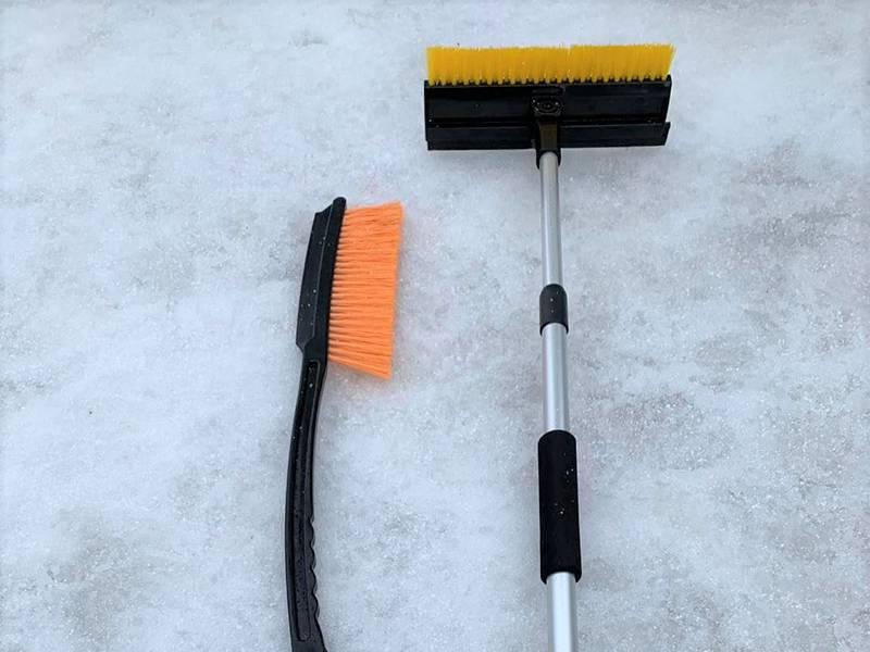 冬期間 スノーブラシ 2 種類